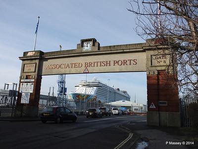 NORWEGIAN GETAWAY Dock Gate 8 Southampton PDM 14-01-2014 11-53-33