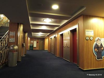 ss ROTTERDAM Lower Promenade Deck Hallway PDM 13-01-2014 07-48-50
