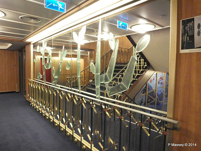ss ROTTERDAM Central Stairway glass PDM 13-01-2014 08-27-53