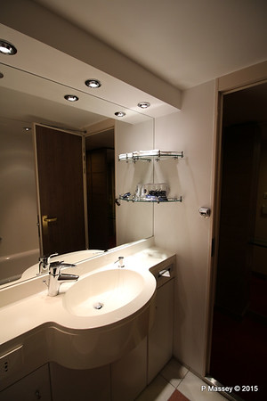 Bathroom Aurea Suite 15022 MSC POESIA 21-11-2015 16-06-07