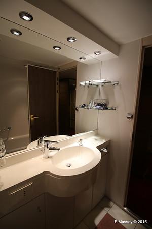 Bathroom Aurea Suite 15022 MSC POESIA 21-11-2015 16-05-17