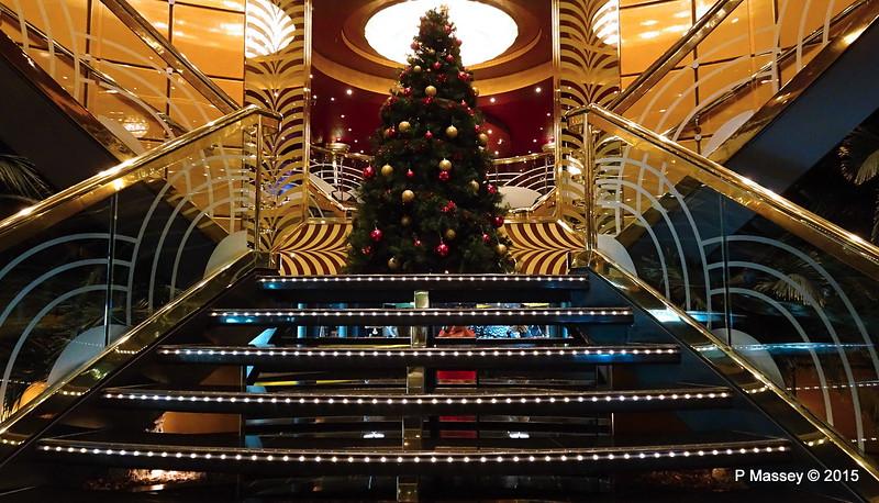 Christmas Tree The Zebra Bar to Casino Royal MSC POESIA PDM 11-12-2015 06-52-28