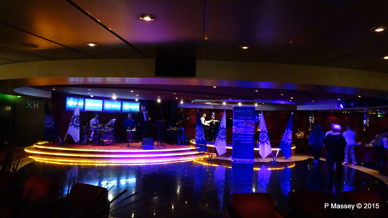 MSC Voyagers Club Party Pigalle Lounge MSC POESIA 05-12-2015 21-22-39