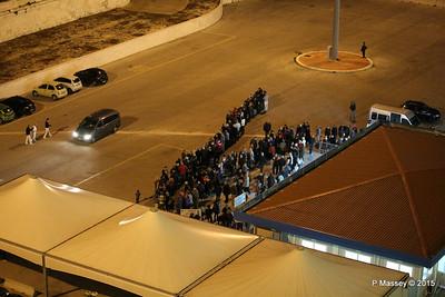 Bari Cruise Terminal Taxi Queue 22-11-2015 18-20-33