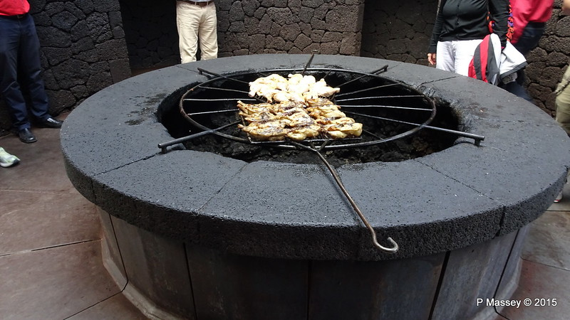 El Diablo Restaurant Cooks Geothermal Heat Islote de Hilario PDM 30-11-2015 12-05-17