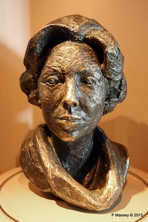 Bronze Bust Princess Beatrix Nel Van Lith NIEUW AMSTERDAM 24-07-2015 08-15-03