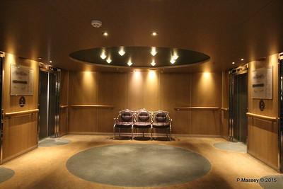 Fwd Lift Lobby Verandah Deck 5 NIEUW AMSTERDAM 25-07-2015 14-27-25