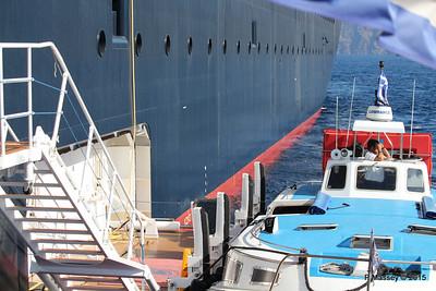 MELINA Alongside NIEUW AMSTERDAM Santorini PDM 18-07-2015 07-25-13