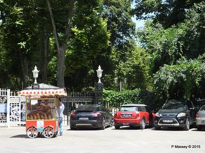 Entrance Topkapi Palace Istanbul 20-07-2015 09-46-46