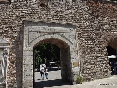 Entrance Topkapi Palace Istanbul 20-07-2015 09-46-28