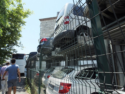 Double Storey Car parking by Istanbul Bus Station Halic Hatti 20-07-2015 09-10-23