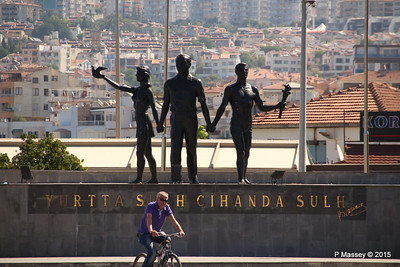 Yurtta Cihanda Sulh Monument Kusadasi 22-07-2015 08-24-09