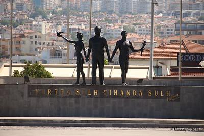 Yurtta Cihanda Sulh Monument Kusadasi 22-07-2015 08-24-13