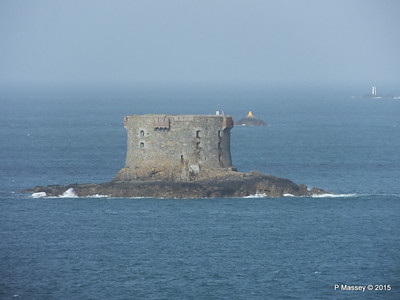 Bréhon Tower Between Herm & St Peter Port PDM 02-04-2015 15-24-36