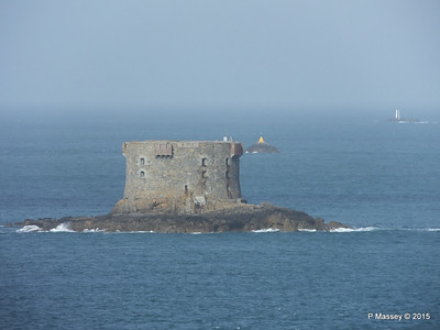 Bréhon Tower Between Herm & St Peter Port PDM 02-04-2015 15-24-037