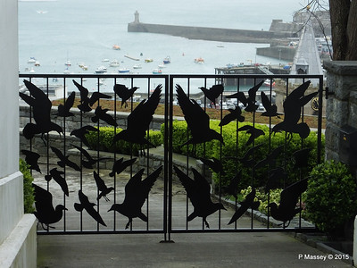 The Birds Gates St Peter Port Guernsey PDM 02-04-2015 10-32-08