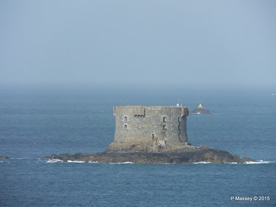 Bréhon Tower Between Herm & St Peter Port PDM 02-04-2015 15-24-038