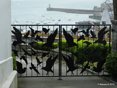 The Birds Gates St Peter Port Guernsey PDM 02-04-2015 10-32-09