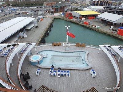 Terrace Pool ORIANA Southampton PDM 01-04-2015 12-58-13