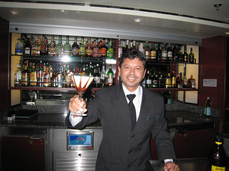 Our buddy Pedro in the Observation Lounge - with one of his drink creations (Toblaron)