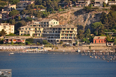 There's a surprising lack of uber hotels taking all the waterfront property.