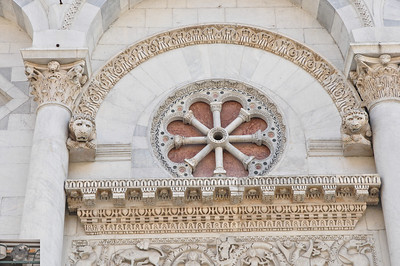 Detail front of cathedral (Lucca).