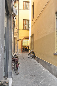 Unattended and unlocked bicycles (Lucca).