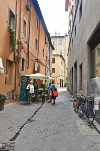 This street seems free from the two wheeled meance (Lucca).