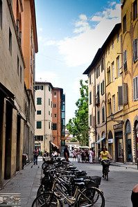 Instead of worrying about being hit by cars, bikes are the problem here. (Lucca)