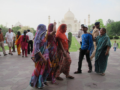 Taj Mahal Complex - Colorful clothing of the ladies of India