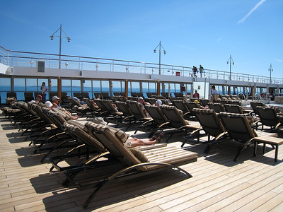 Another shot of the pool deck - great weather!