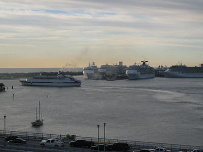 The next morning - quite a few cruise ships came in over night!  I think we counted 7 of them.