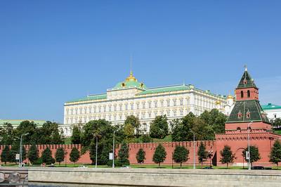 In Soviet Russia, Kremlin photographs you