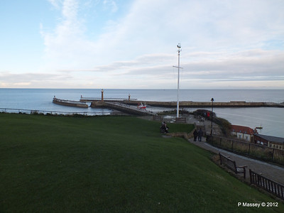 Whitby Harbour entrance Lighthouses PDM 17-11-2012 15-40-19