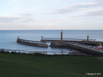 Whitby Harbour entrance Lighthouses PDM 17-11-2012 15-39-51