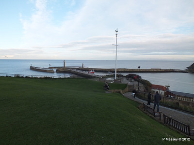 Whitby Harbour entrance Lighthouses PDM 17-11-2012 15-40-05