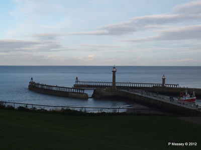 Whitby Harbour entrance Lighthouses PDM 17-11-2012 15-39-44