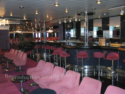 MSC Melody Junkanoo Club Bar 01-08-2003 04-56-27