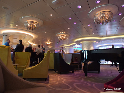 NORWEGIAN BREAKAWAY Shaker's Cocktail Bar Deck 8 PDM 30-04-2013 17-07-04