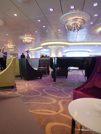 NORWEGIAN BREAKAWAY Shaker's Cocktail Bar Deck 8 PDM 30-04-2013 17-07-38