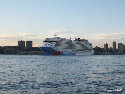 NORWEGIAN BREAKAWAY Departs Manhattan PDM 08-05-2013 19-30-02