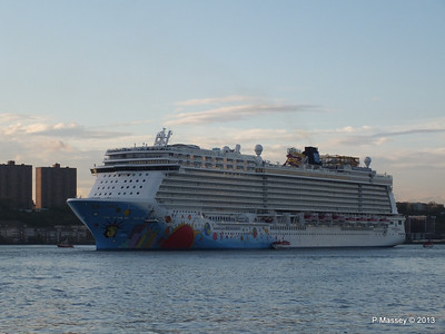 NORWEGIAN BREAKAWAY Departs Manhattan PDM 08-05-2013 19-29-10