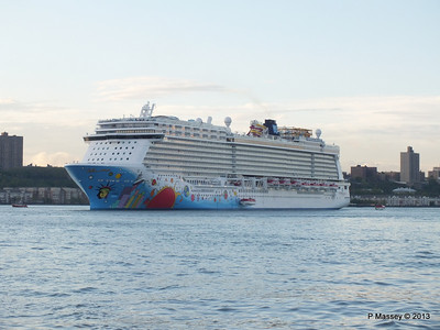 NORWEGIAN BREAKAWAY Departs Manhattan PDM 08-05-2013 19-30-15