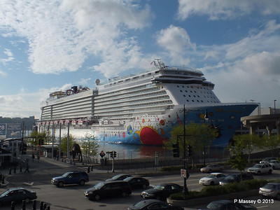 NORWEGIAN BREAKAWAY Pier 88 New York PDM 08-05-2013 18-13-40