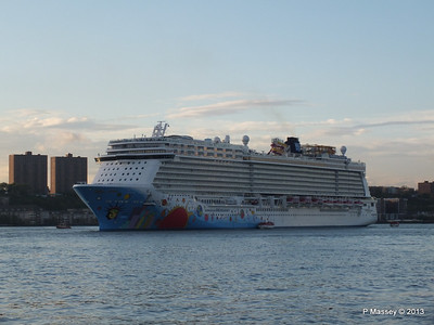 NORWEGIAN BREAKAWAY Departs Manhattan PDM 08-05-2013 19-29-00
