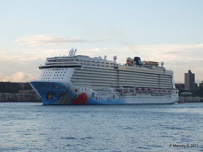 NORWEGIAN BREAKAWAY Departs Manhattan PDM 08-05-2013 19-31-46