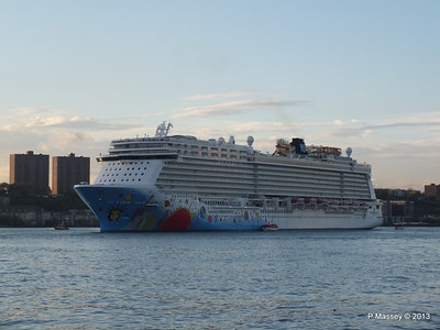 NORWEGIAN BREAKAWAY Departs Manhattan PDM 08-05-2013 19-28-58