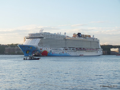 NORWEGIAN BREAKAWAY Departs Manhattan PDM 08-05-2013 19-27-03