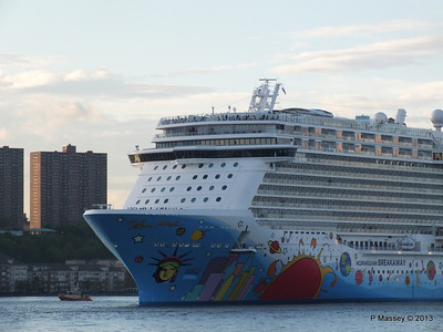 NORWEGIAN BREAKAWAY Departs Manhattan PDM 08-05-2013 19-29-06