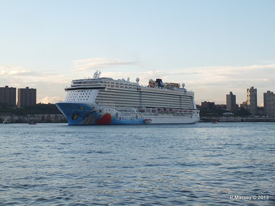 NORWEGIAN BREAKAWAY Departs Manhattan PDM 08-05-2013 19-30-08